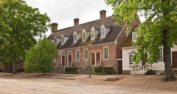 The Colonial Houses - A Colonial Williamsburg Hotel