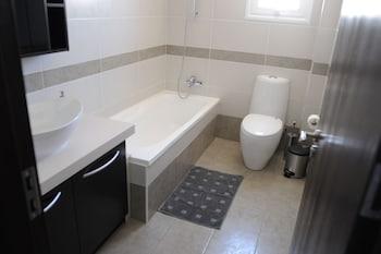 Kiti Deluxe Apartments - Bathroom  - #0