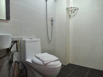 Classic Kinabalu Hotel - Bathroom  - #0