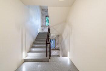 Treebo Nestlay Casa - Staircase  - #0