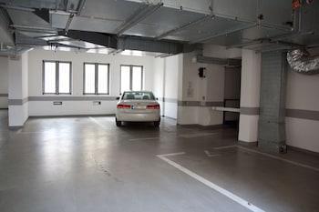Sokolska Youth Hostel - Parking  - #0