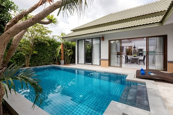 卡隆海灘泳池別墅飯店