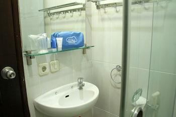 Airy Alun Alun Malang Aries Munandar 41 - Bathroom  - #0