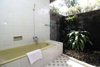 Airy Candi Prambanan Tamanmartani Yogyakarta - Bathroom  - #0