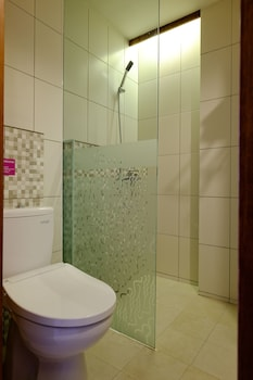 Tibera Hotel Ciumbuleuit - Bathroom  - #0