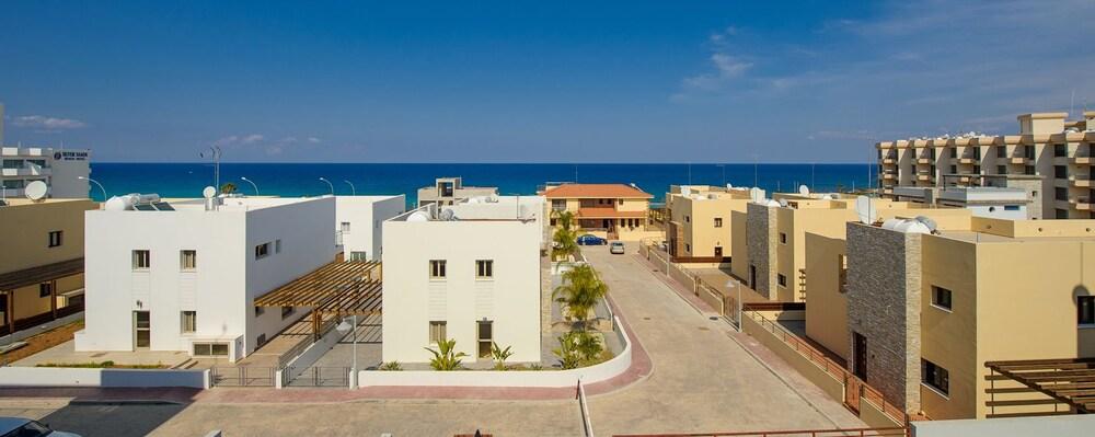 Mike & Lenos Tsoukkas Seaview Apartments