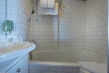 KNM MS Switzerland II - Cologne - Bathroom  - #0