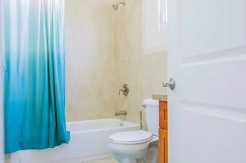 New Kingston Guest Apt at Sonoma Estate - Bathroom  - #0