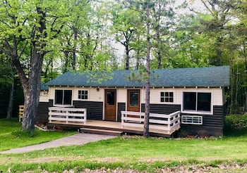 Hanging Horn Lakeside Resort in Barnum, Minnesota