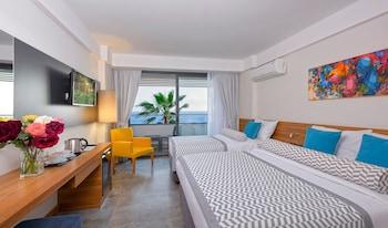 Floria Beach Hotel - Guestroom  - #0
