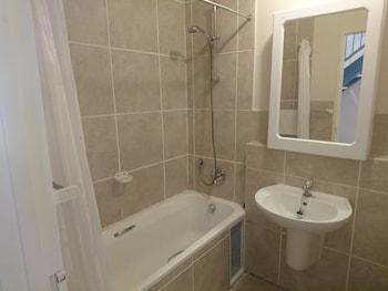 Nottingham Square Apartments - Bathroom  - #0