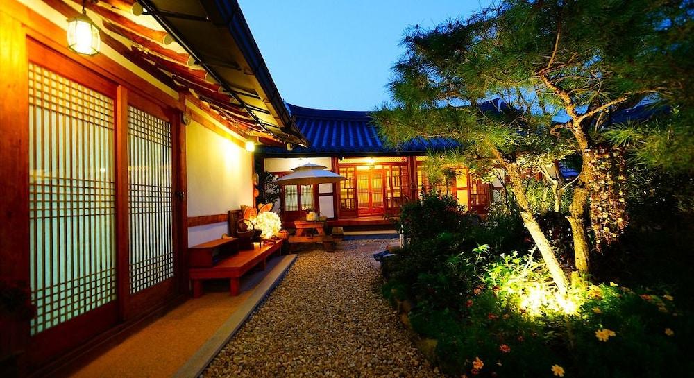 Jeonju Beautiful Garden Hanok Guesthouse