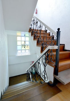 New Orleans Auberge Hotel Tagaytay - Staircase  - #0