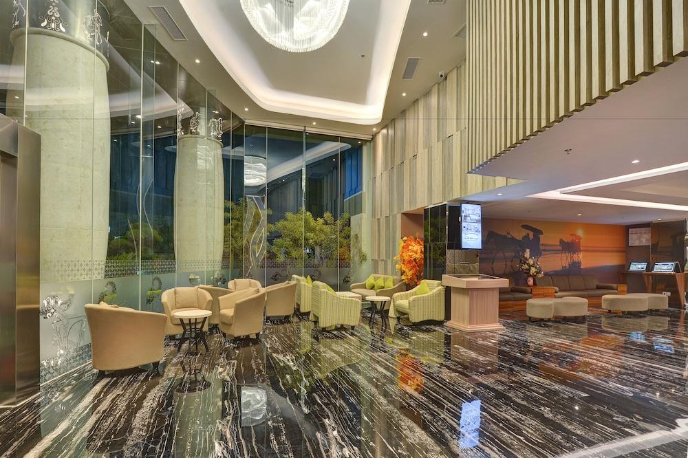Platinum Adisucipto Hotel & Conference