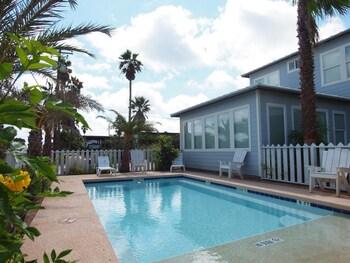 Beach Club Clubhouse 1