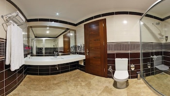 Gherdan Park Hotel - Bathroom  - #0