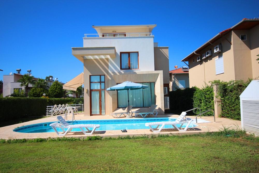 Paradise Town - Villa Family
