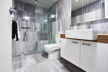 Buller Holidays Apartment Rentals - Bathroom  - #0