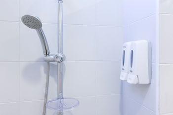 Hop Inn Phuket - Bathroom  - #0