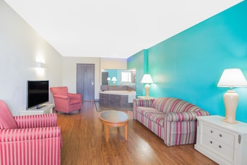 SkyLight Inn Cleveland - Willoughby - Guestroom  - #0