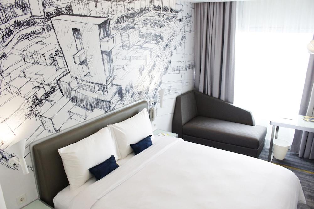 YELLO Hotel Harmoni