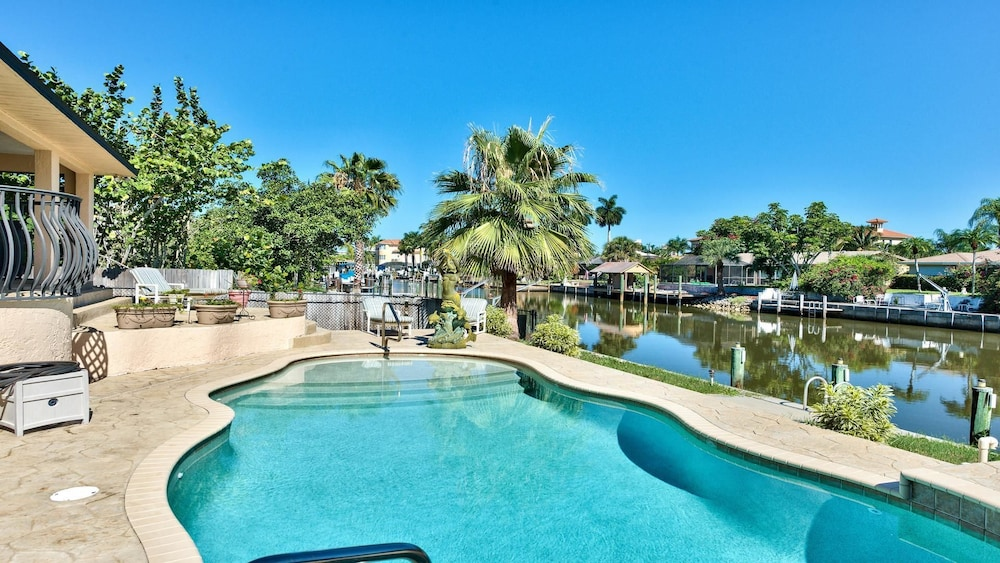 Sirena Waterfront 3 Bedroom Home by NFVH