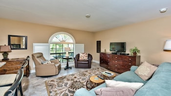 Le Monaco 1 Bedroom Holiday Home by Naples Florida