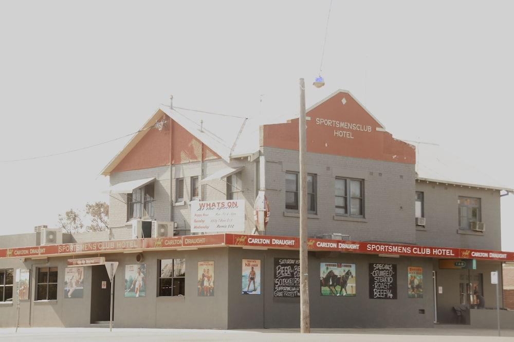 Sportsmens Club Hotel