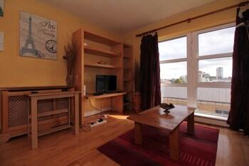 Gresham House Self Catering Apartment - Living Room  - #0