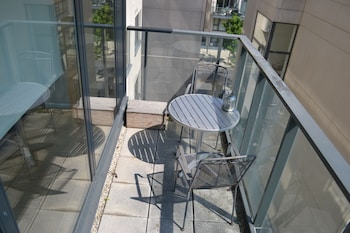 Hanover Dock Apartment - Terrace/Patio  - #0