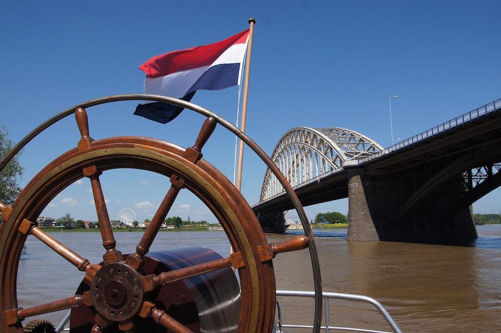 Boat Opoe Sientje
