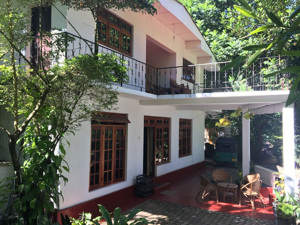 Kandy Shady Trees Villa