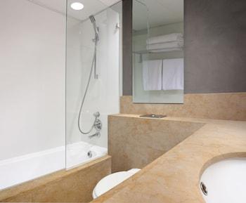 By The Sea Apartments - Bathroom  - #0