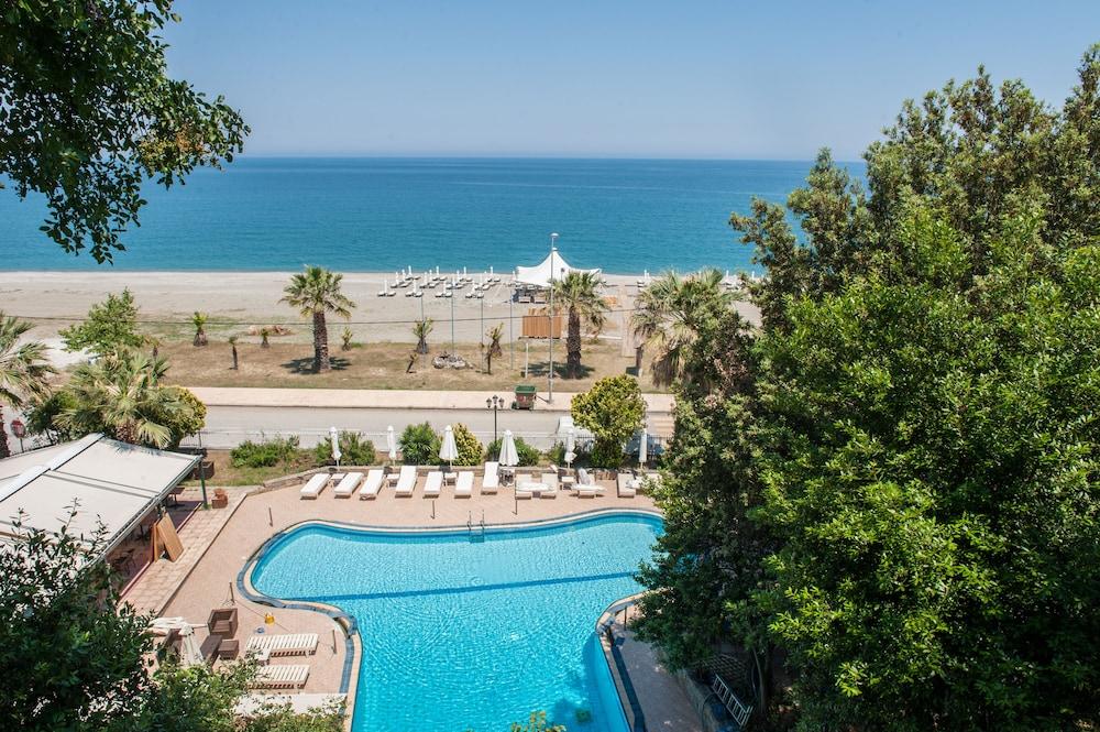 Golden Beach Agiocampos Hotel