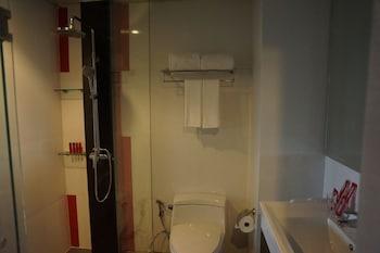 At Patong Hotel - Bathroom  - #0