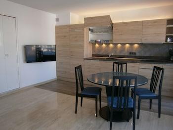 Congress Studio - In-Room Kitchen  - #0