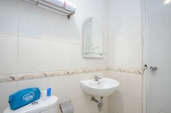 Airy Kesambi Tuparev 107 Cirebon - Bathroom  - #0