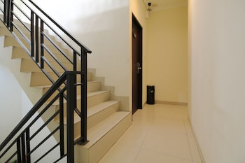 Airy Panakkukang Komplek Lili Blok A 15 Makassar - Staircase  - #0