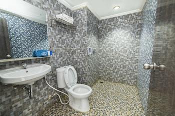 Airy Pontianak Selatan Imam Bonjol 95 - Bathroom  - #0