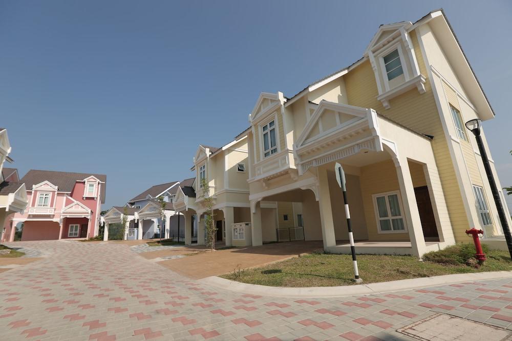 Everia Villas Resort