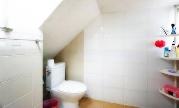 Tiara Guesthouse - Hostel - Bathroom  - #0