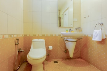 FabHotel Comfort Inn HiTech City - Bathroom  - #0