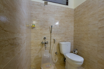 FabHotel Udipi Home Egmore - Bathroom  - #0