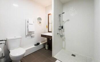 Ténéo Apparthotel Talence Espeleta - Bathroom  - #0