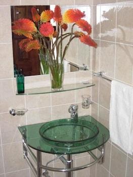 Shakespeare Court - Bathroom Sink  - #0