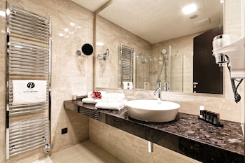 Hotel Victory - Bathroom Amenities  - #0