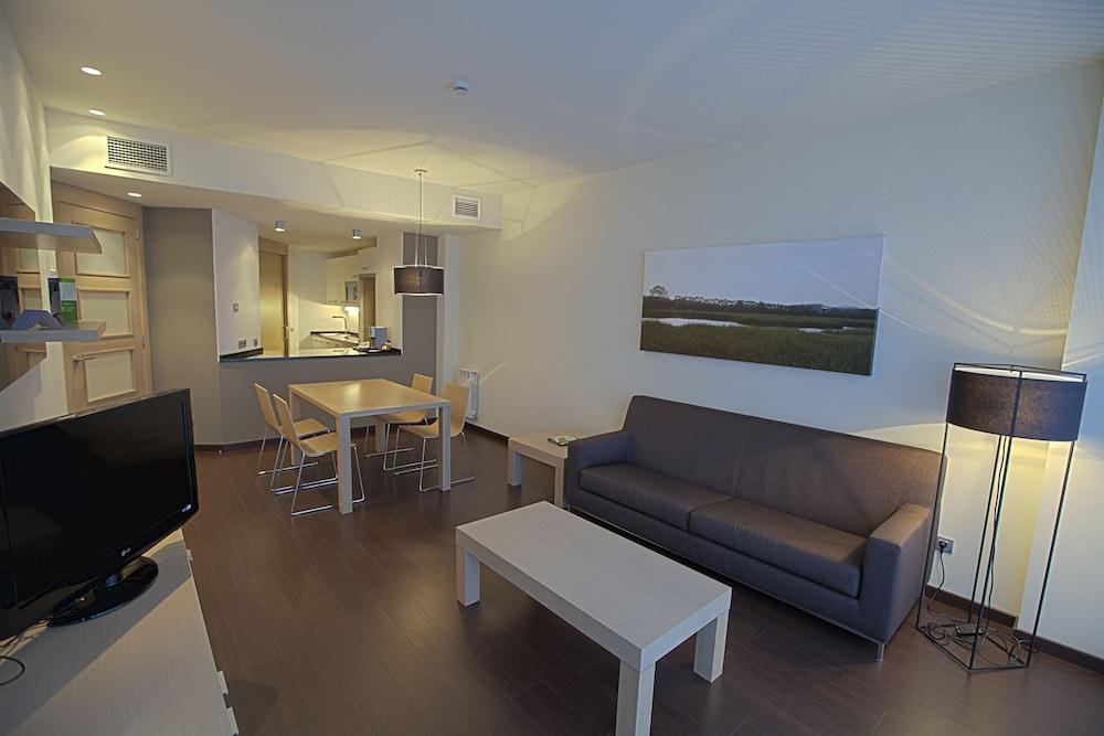 Apartamentos Jardines de Uleta Suites