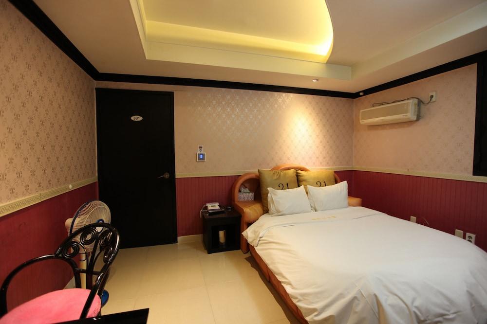 Theme 21 Motel