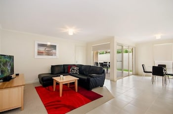 Fringe Apartments - Featured Image  - #0