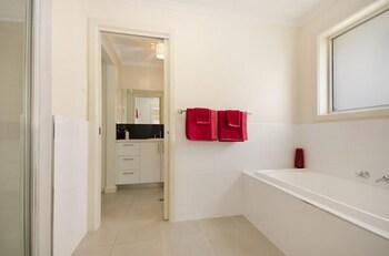 Fringe Apartments - Bathroom  - #0